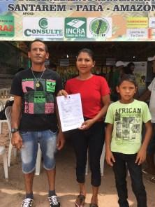 Raimundo Bastos, 37, e Eliziane Silva, 30, recebem CCU emitido pelo Incra