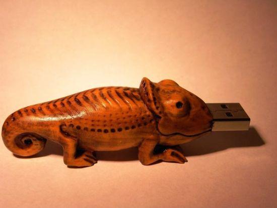 wooden chameleon usb drive 2