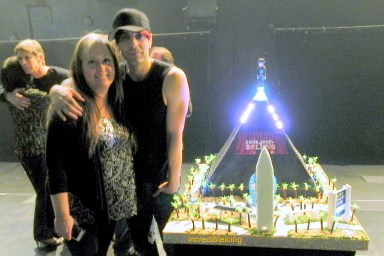 367- Criss Angel can't get enough of his Levitating Cake!