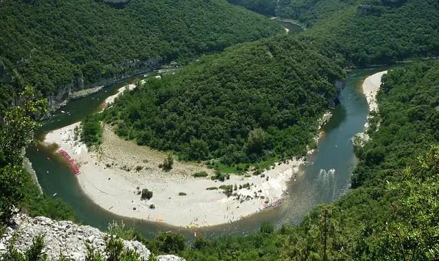 Top 10 des sites touristiques en Ardèche (ce ne sont pas ceux que vous croyez !)