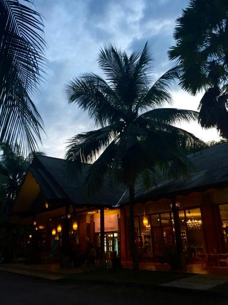 uj-szallas-Langkawi-malajzia-recepcio