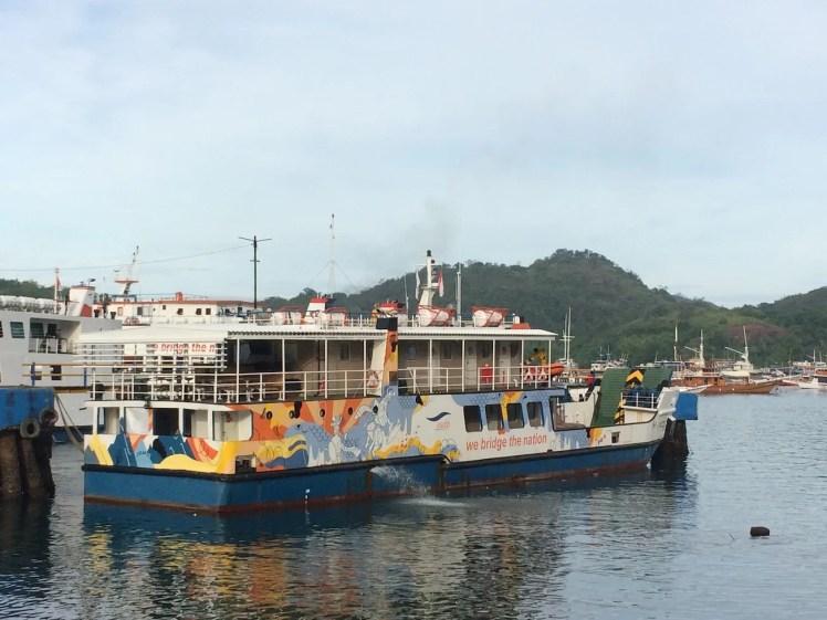 KMP Komodo, ferry penyeberangan ke pulau komodo, jalan jalan ke labuan bajo, trip harian ke komodo, sewa kapal di labuan bajo, tips hemat ke pulau komodo.