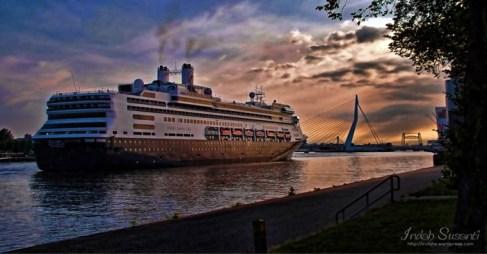 Erasmus Bridge and Cruise Ship in the Morning