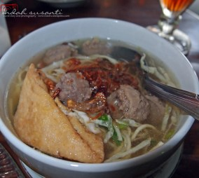 Indonesian meatball soup as served at restaurant