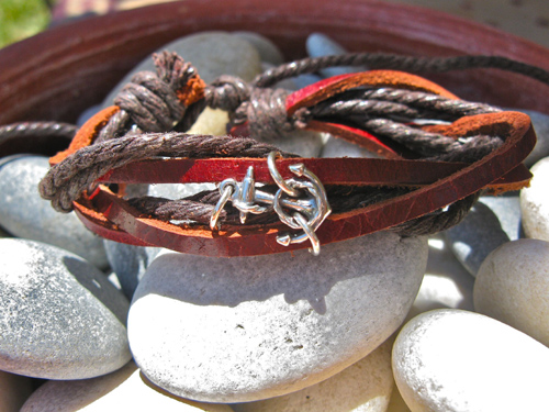 Anchor bracelet for courage