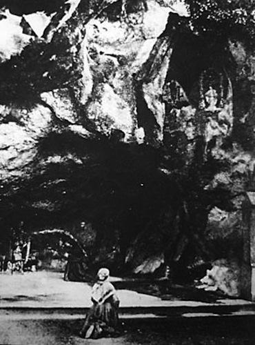 Lourdes_grotto