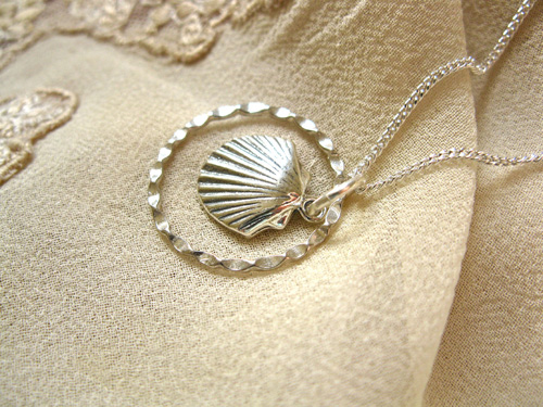 Scallop charm necklace