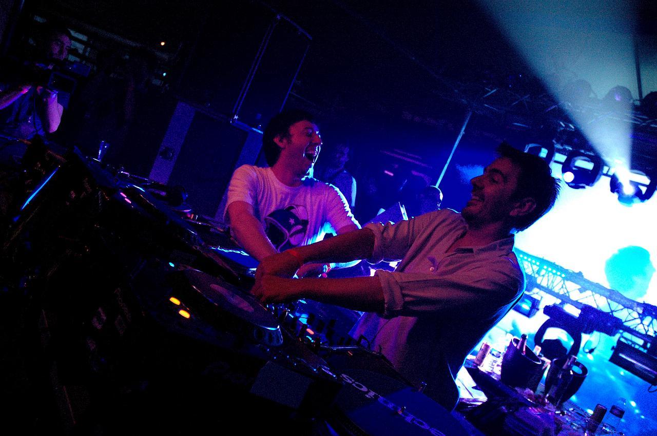 Agoria, à gauche, en compagnie de Laurent Garnier, à droite, photographiés lors de lédition 2008 du Festival des Nuits Sonores.