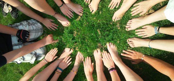hands-team-together-community