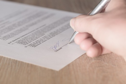 Lease-contract-signing-signature-tenant