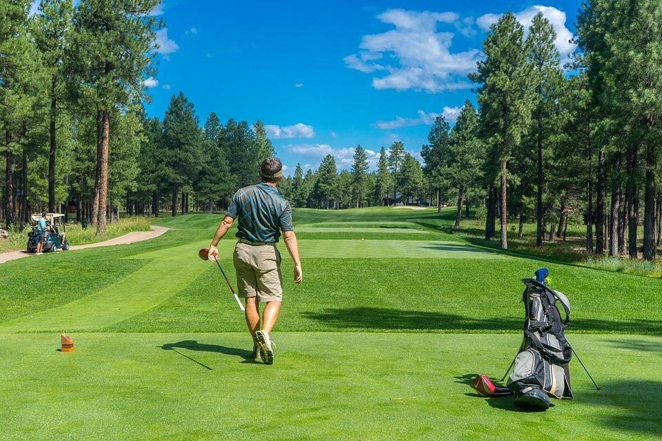 Golf-course-fairway-player