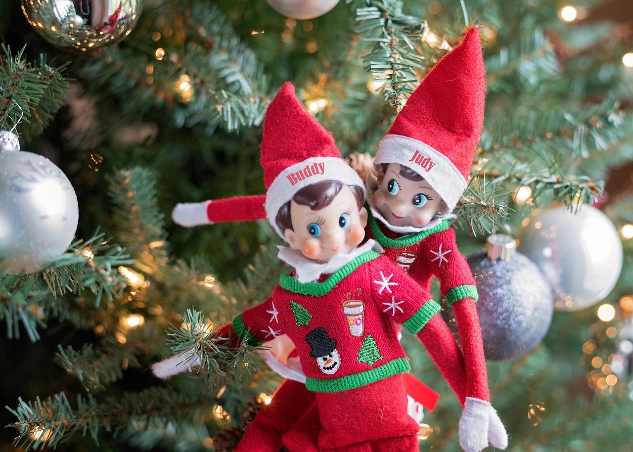 Christmas-elf-on-shelf