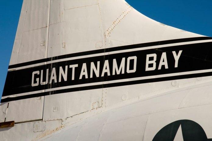 guantanamo-bay-plane