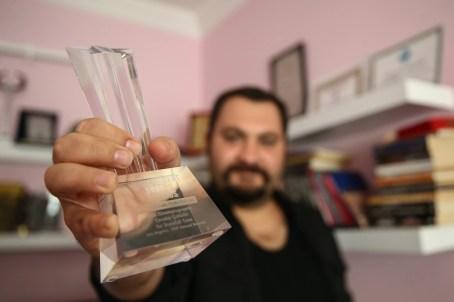 "Cevahir Çokbilir, director of award-winning ""Snowfall Time"", receives in Turkey his ISA official trophy"