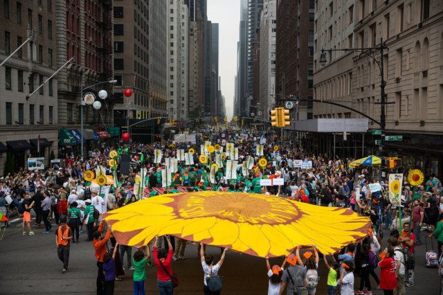 Photo: Damon Winter/The New York Times [Source: http://www.nytimes.com/2014/09/22/nyregion/new-york-city-climate-change-march.html?_r=0#. Accessed: 09/21/2014.