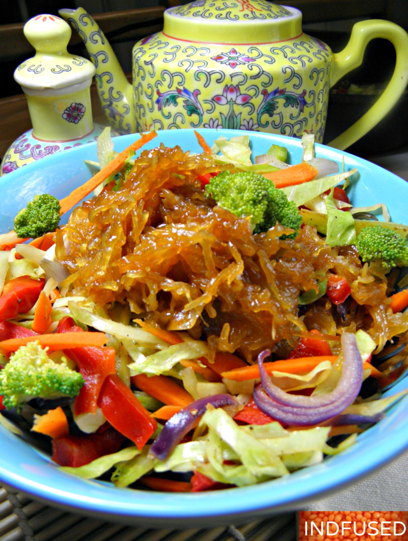 #Gluten free,#figurefriendly,#Spaghetti #squash #noodles with #fingerlicking good #Sriracha #hoisin #honey #sauce