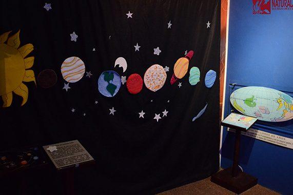 El origen del Universo Foto tomada de la página: http://cienciasbiologicas.epn.edu.ec/index.php/es/museo