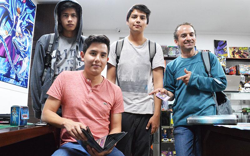 Jugadores de Yu-Gi-Oh! Juán Mosquera, Andrés Freire, Mathias Paredes y Ney