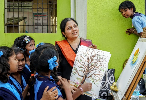 Painting demonstration by artist Chitra Vaidya at the art workshop to demonstrate painting techniques for oil pastels painting