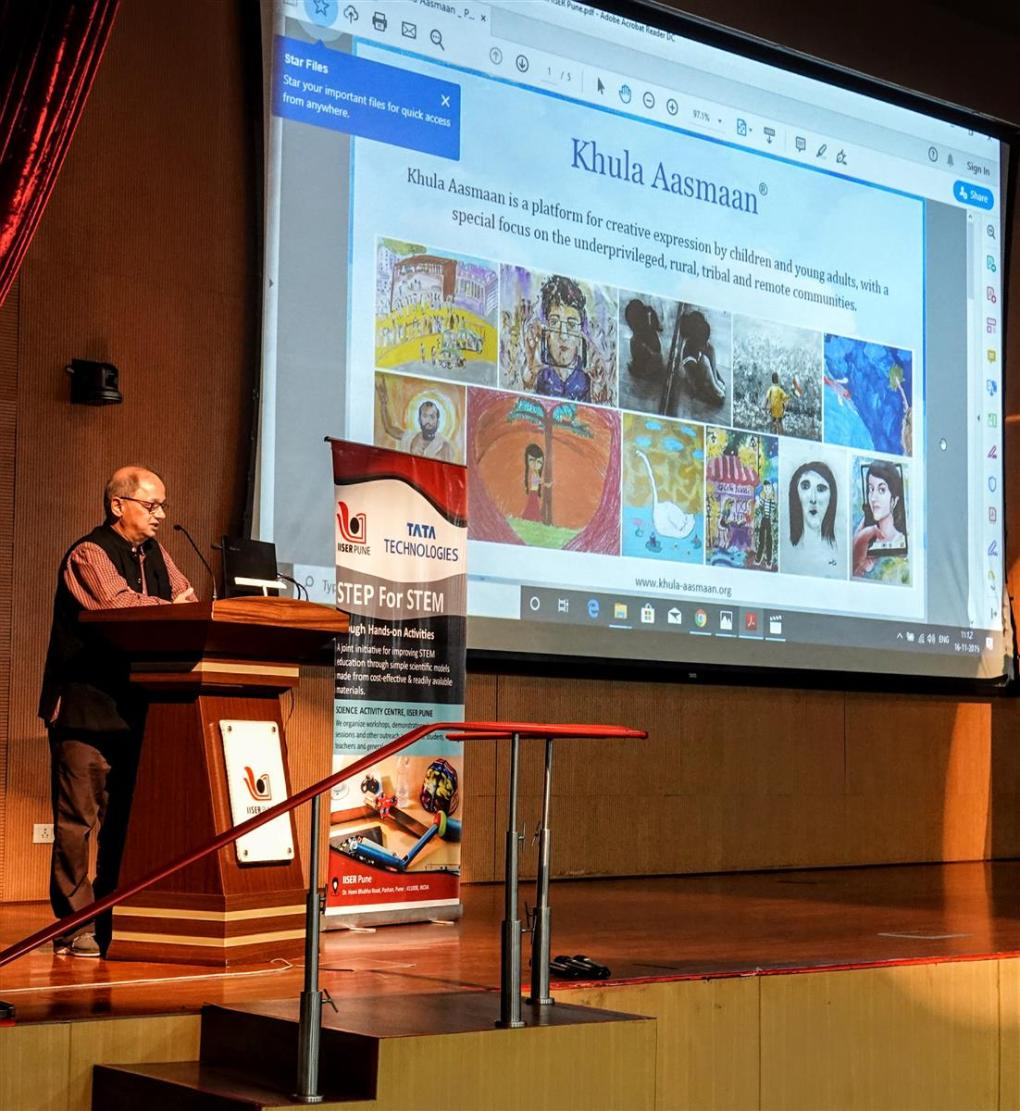 """Milind Sathe presenting """"Khula Aasmaan"""" concept and vision at IISER Pune"""