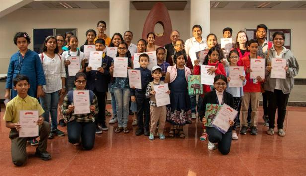 Milind Sathe, Harinath Chakrapani and Dr. Neeraja Deshpande with prize winning and shortlisted children from the painting competition