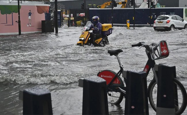 """London Police """"Dealing With Numerous Floods In The East"""" As Storms Roll In"""