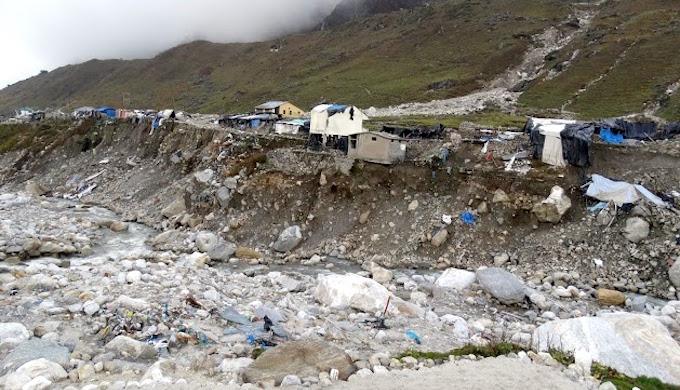Broken river bank in Uttarakhand. (Photo by Dev Dutt Sharma)