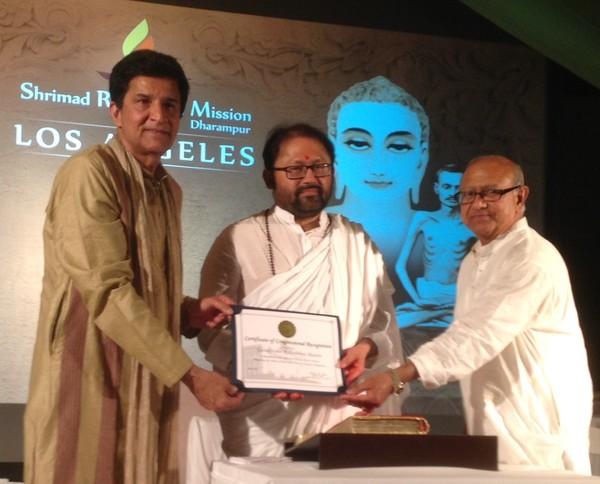 Pujya Gurudevshri Rakeshbhai Spreads the Fragrance of Spirituality