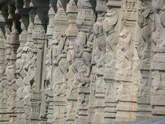 Intricate Temple pillars in Arunchaleswarar temple
