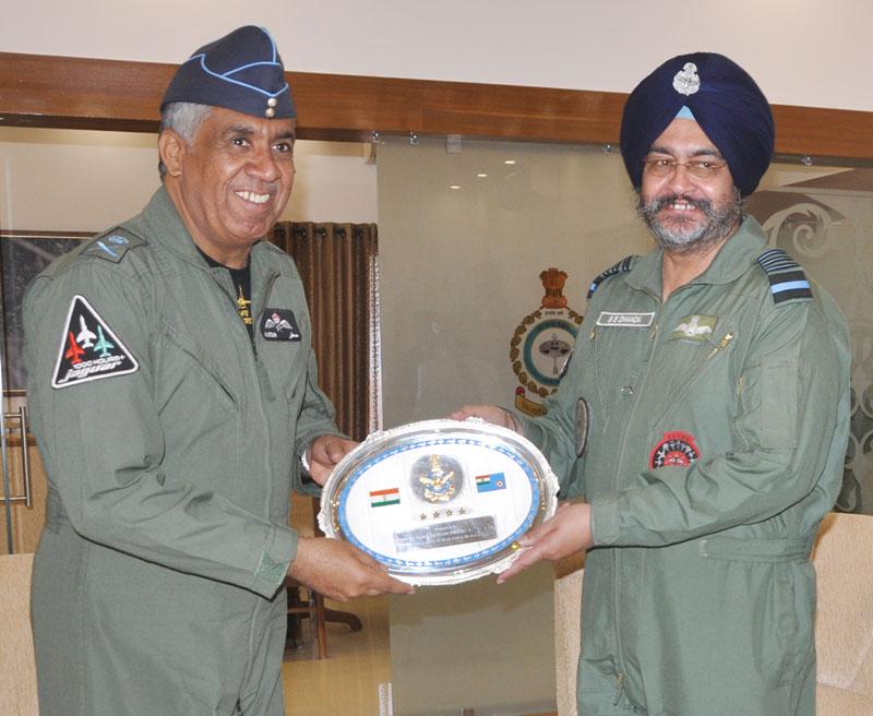 Indian Navy Chief Sunil Lanba to Visit UAE, Oman