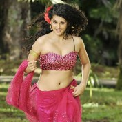 Hot-Taapsee-Pannu-in-saree-hd-wallpapers