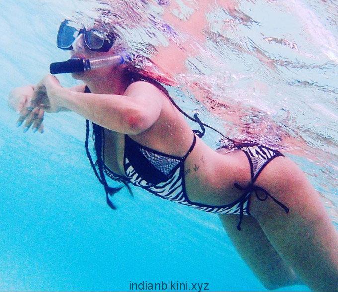 malaika-arora-swimming_14
