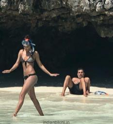 HOT-Lisa-Haydon-celebrates-her-first-wedding-anniversary-with-hubby-at-a-secluded-beach3
