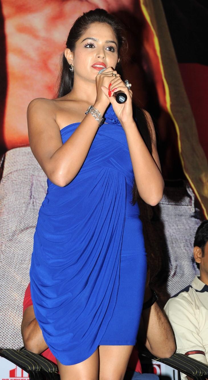 Asmita Sood_004_Aadu Magaadra Bujji_Platinum_Western Upskirt