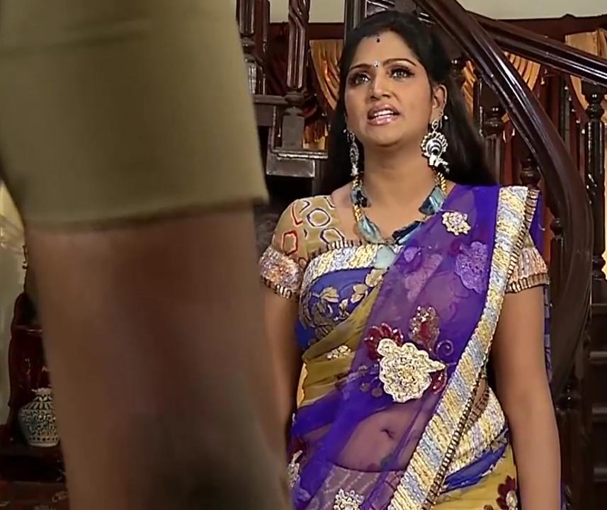 Bhuvaneswari tamil TV actress hot saree navel show - Video