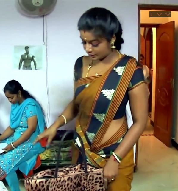 Ammu Apsara Tamil Serial Actress midriff show in low waist saree