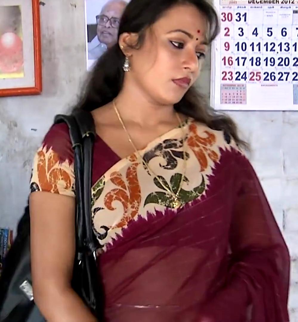 Sreeja_Bommalattam_004_TSaree Navel