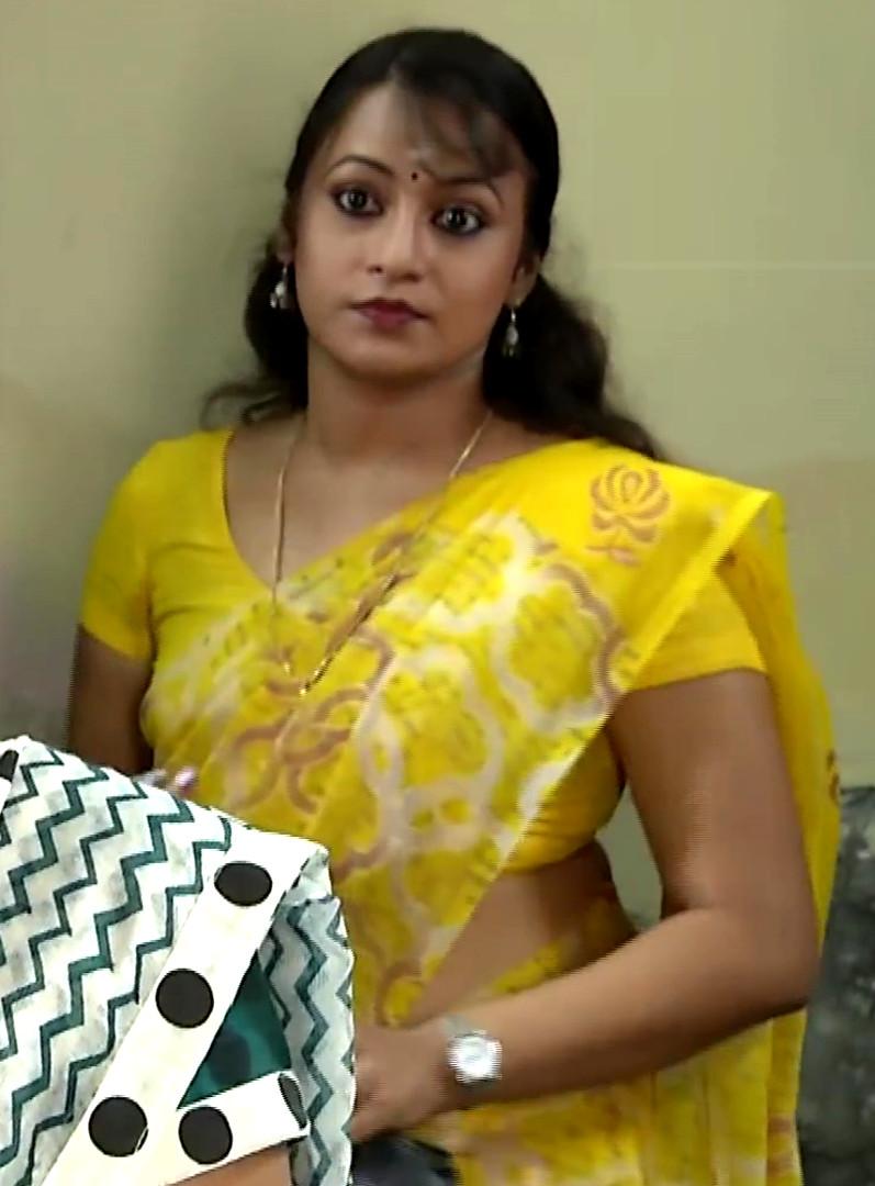 Sreeja Serial Actress Hot Sari Navel Caps From Bommalattam  Indian Celeb Blog-4949