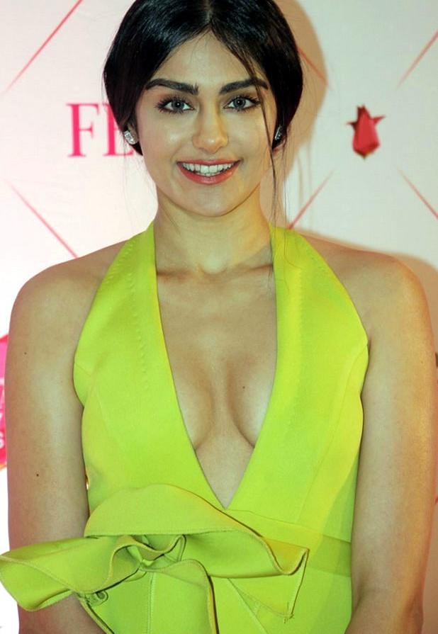 Adah Sharma Hot Cleavage Pics at the Nykaa Awards
