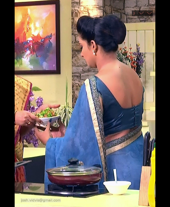 Telugu Anchor Cook show_02_Saree back