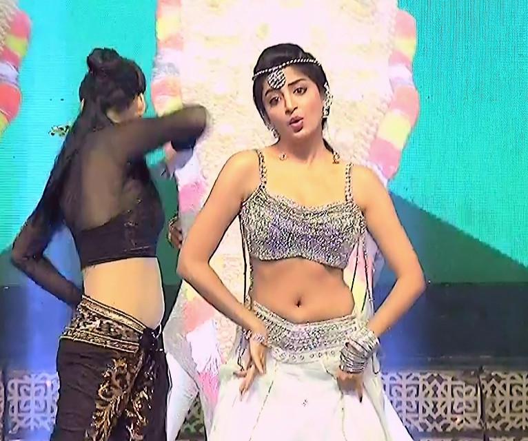 Poonam Kaur_TW Act_Item Dance Performance_01