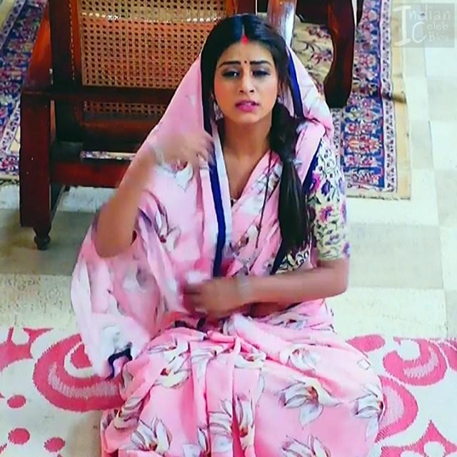 Bhumika Gurung_TV Actress NMS1_21_Hot sari navel pics