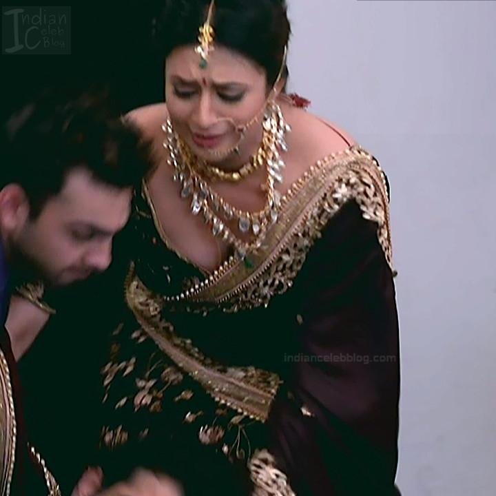 Divyanka Tripathi_Hindi TV Actress YehHM S2_16_Sari Photos