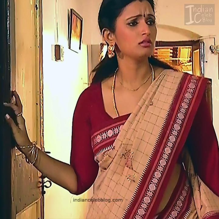 Kavya Shastry_Tamil TV Actress Mahalakshmi S1_6_Hot saree pics