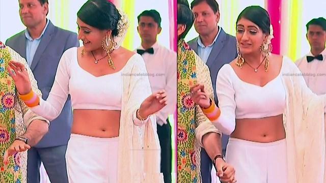 Surbhi Chandna_Hindi serial actress IB-S2_11_Hot navel pics