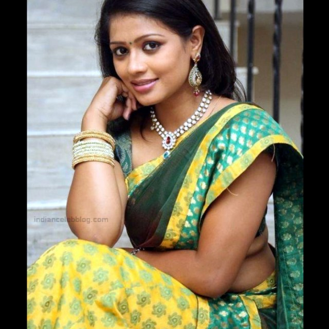 Anusri Telugu TV Actress Saree Photoshoot_7