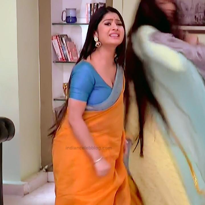 Krishna Mukherjee Hindi TV Actress YehHM S1 1 Hot saree photos