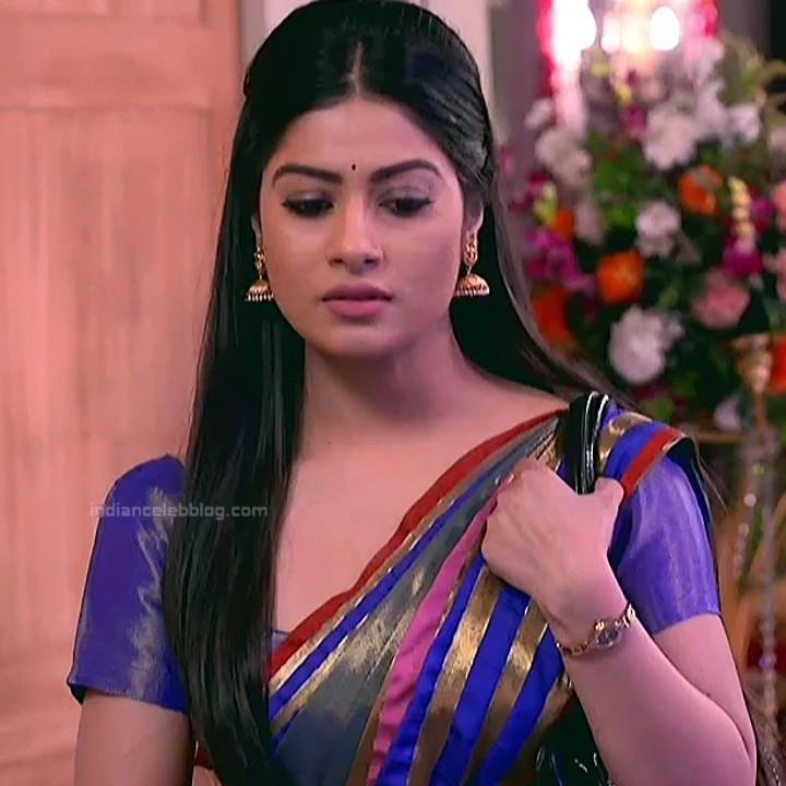 Krishna Mukherjee Hindi TV Actress YehHM S1 10 Hot saree photos