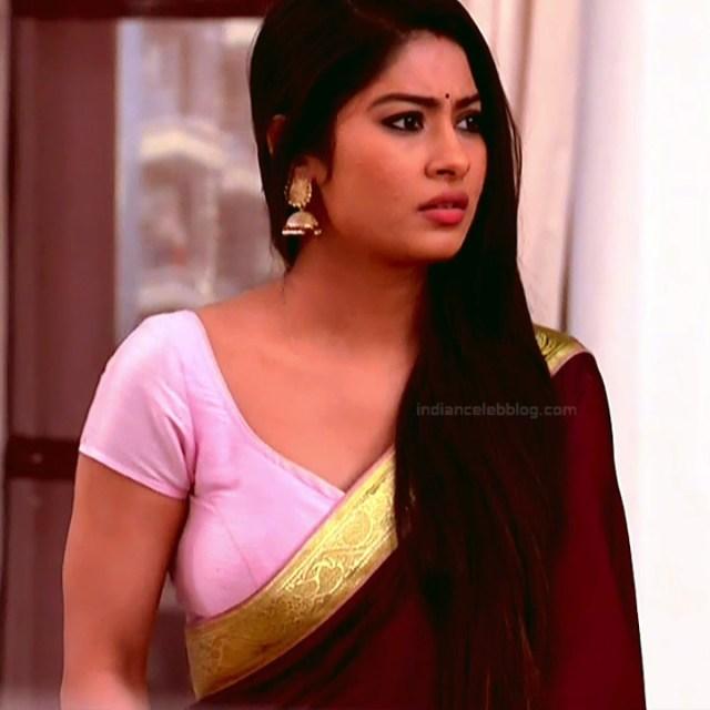 Krishna Mukherjee Hindi TV Actress YehHM S1 16 Hot saree photos