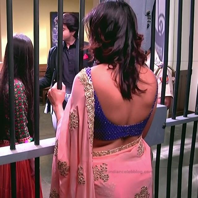 Gauri Pradhan Hindi TV actress TuAS12 Hot sleeveless sari pics